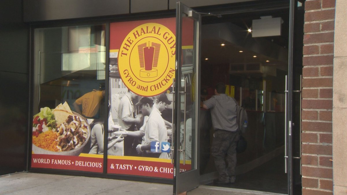 First Montreal Halal Guys Restaurant Stirs Up Language Controversy Montreal Globalnews Ca