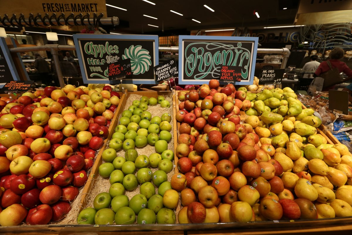 vegetable produce grocery store sweet apples