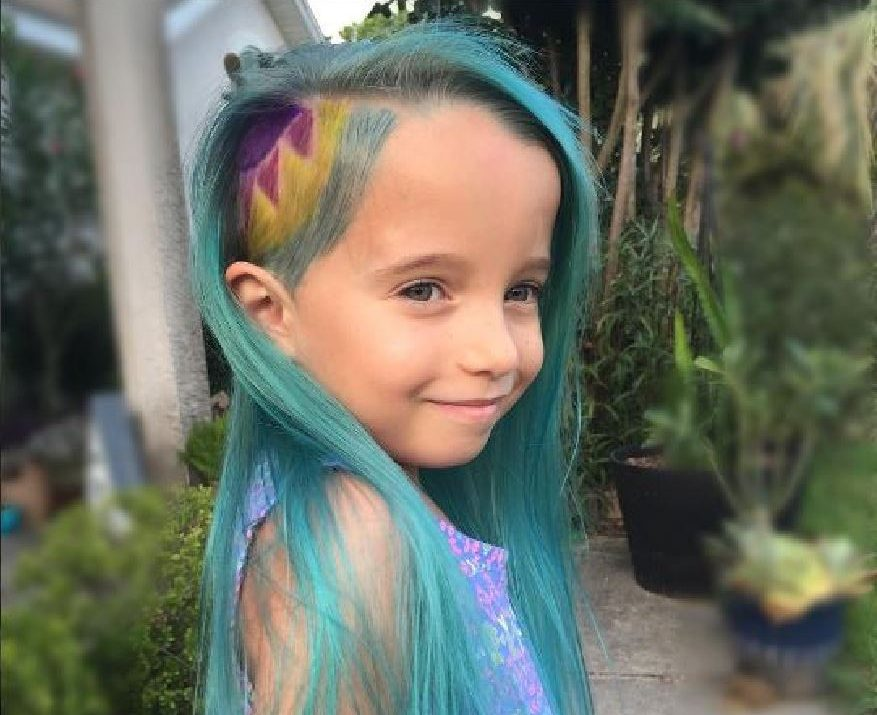 "Lyra Thomaston, 6, from Florida modelling her new ""unicorn"" hair."