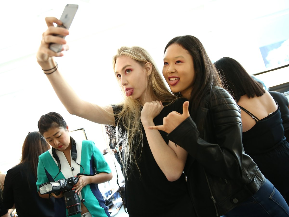 Selfies can lead to mental health symptoms among young women, a new study claims.