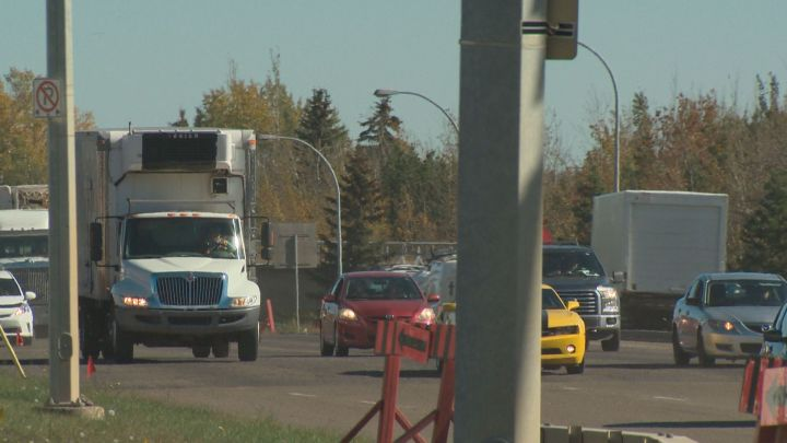 Vehicles are seen travelling on Edmonton's Yellowhead Trail. Sept. 26, 2016.