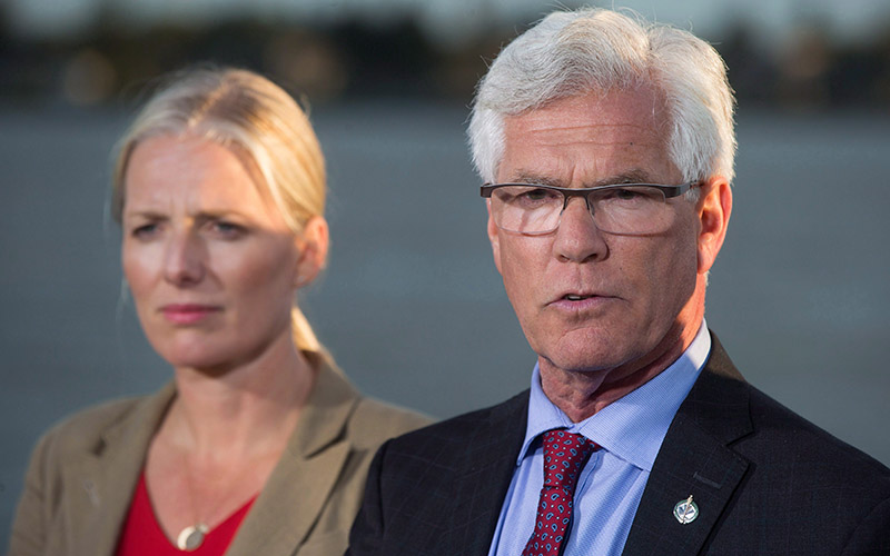 Jim Car, Minister of Natural Resources and Catherine McKenna, Minister of Environment and Climate Change on Tuesday September 27, 2016.