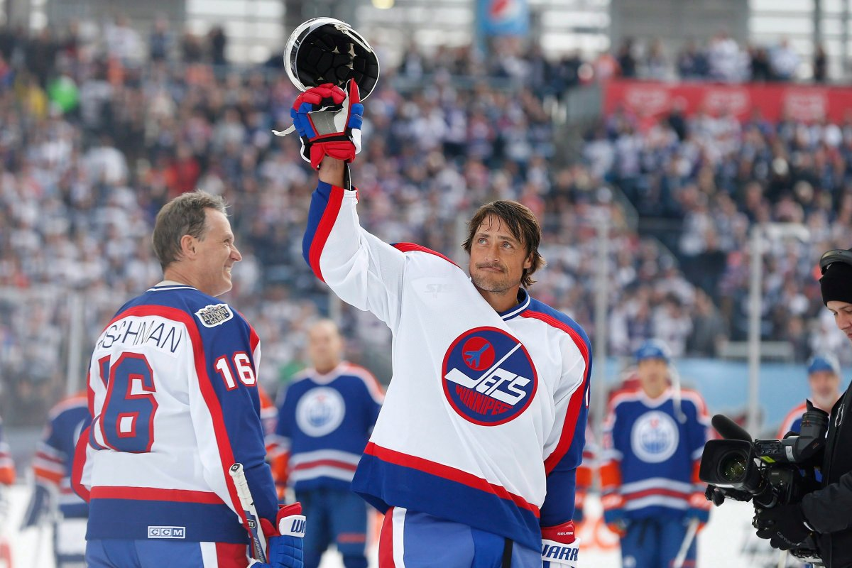 Former Winnipeg Jet Teemu Selanne (13) waves to the crowd at Investors Group Field prior to the first period of the NHL Heritage Classic Alumni game in Winnipeg on Saturday, October 22, 2016.