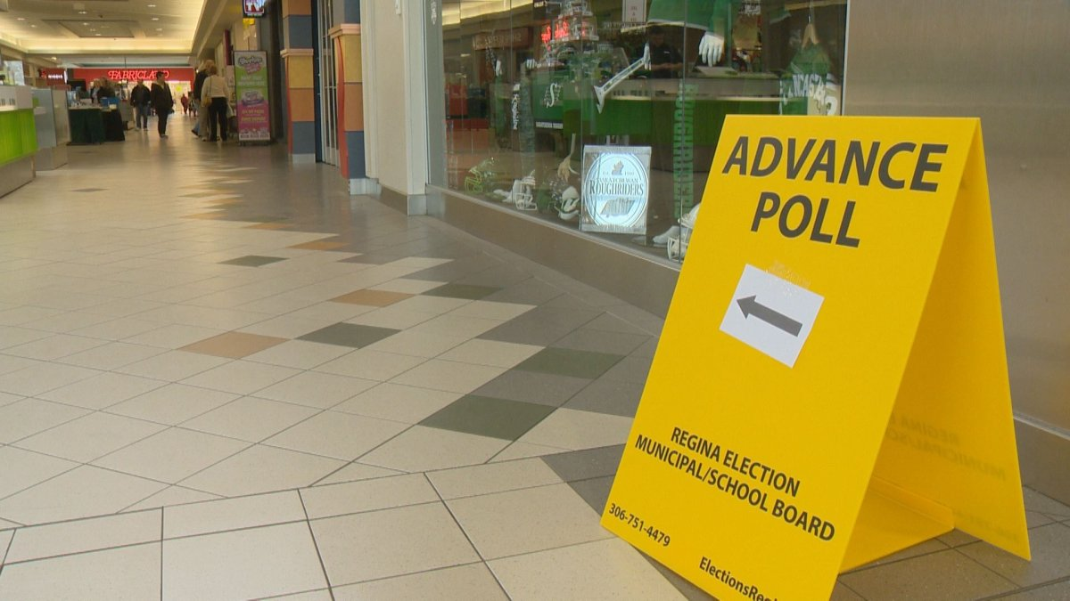 An advanced poll sign at Northgate Mall on Oct. 19.