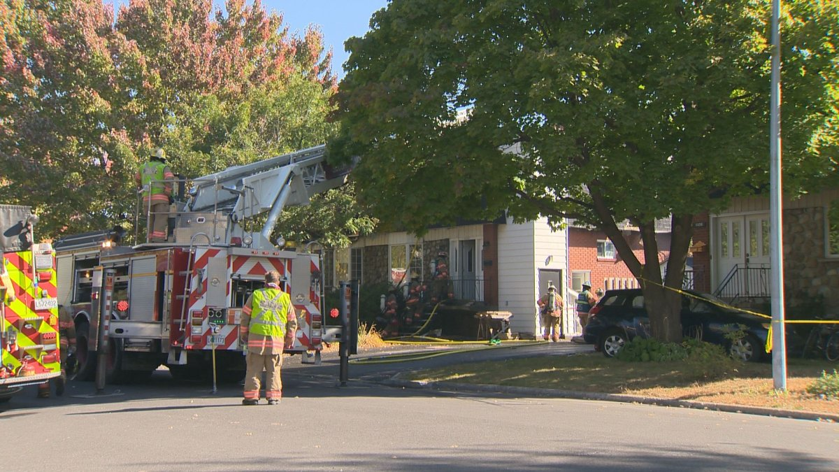 A fire in Longueuil has caused injuries to three firefighters. One firefighter has broken his foot, another has hurt his shoulder and one other firefighter has been treated for excessive heat, Friday, October 7, 2016.