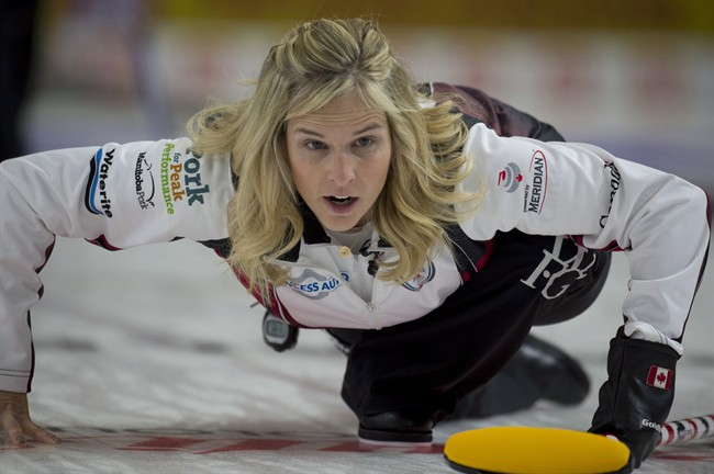 Jennifer Jones became the first curler to win eight Manitoba women's curling championships by beating Darcy Robertson in the provincial Scotties final.