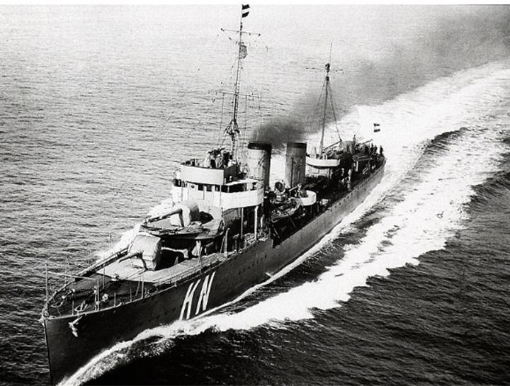 HNLMS Kortenaer.