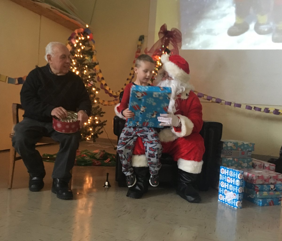 Santa Claus teams up with Generations Foundation to deliver gifts to kids in St. Willibrord School in Châteauguay, Tuesday, December 13, 2016.