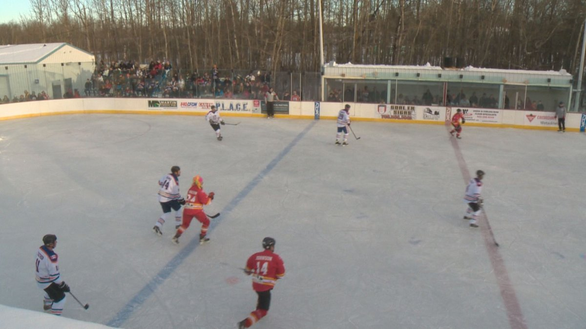 Edmonton Oilers and Calgary Flames alumni, along with Pigeon Lake-area community members, faced off in the Falun Outdoor Classic Saturday in support of the Pigeon Lake Athletic Cultural and Educational Society and the University of Alberta Foundation. December 3, 2016.