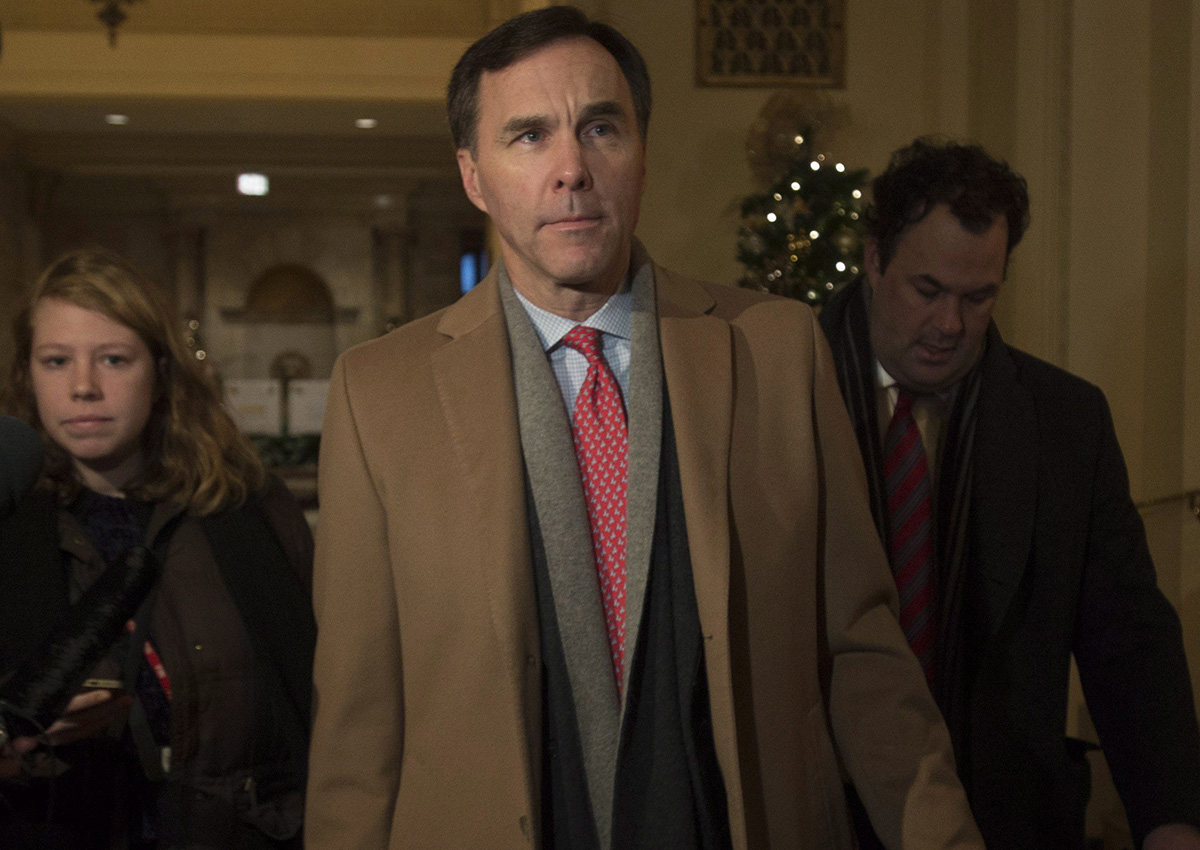 Minister of Finance Bill Morneau makes his way to meet with provincial counterparts at the Finance Ministers meeting in Ottawa, Monday December 19, 2016.