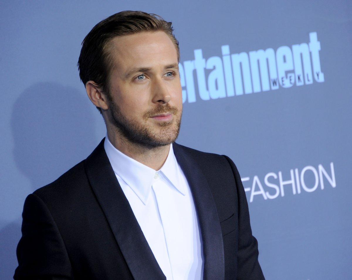 Actor Ryan Gosling arrives at The 22nd Annual Critics' Choice Awards at Barker Hangar on December 11, 2016 in Santa Monica, California.