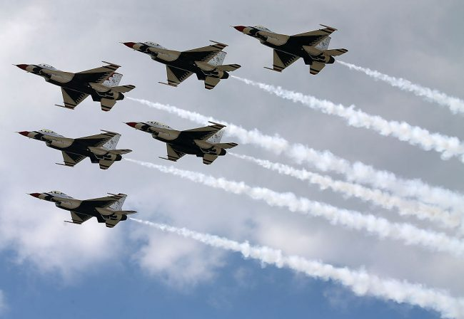 The U.S. Air Force Thunderbirds are seen rehearsing a flying routine, Sept. 18, 2015 in Forestville, Md.