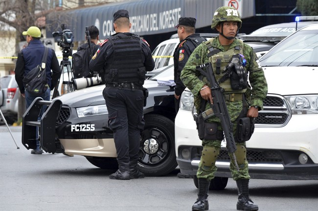 100 armed gunmen attack Mexican journalists and steal their equipment.