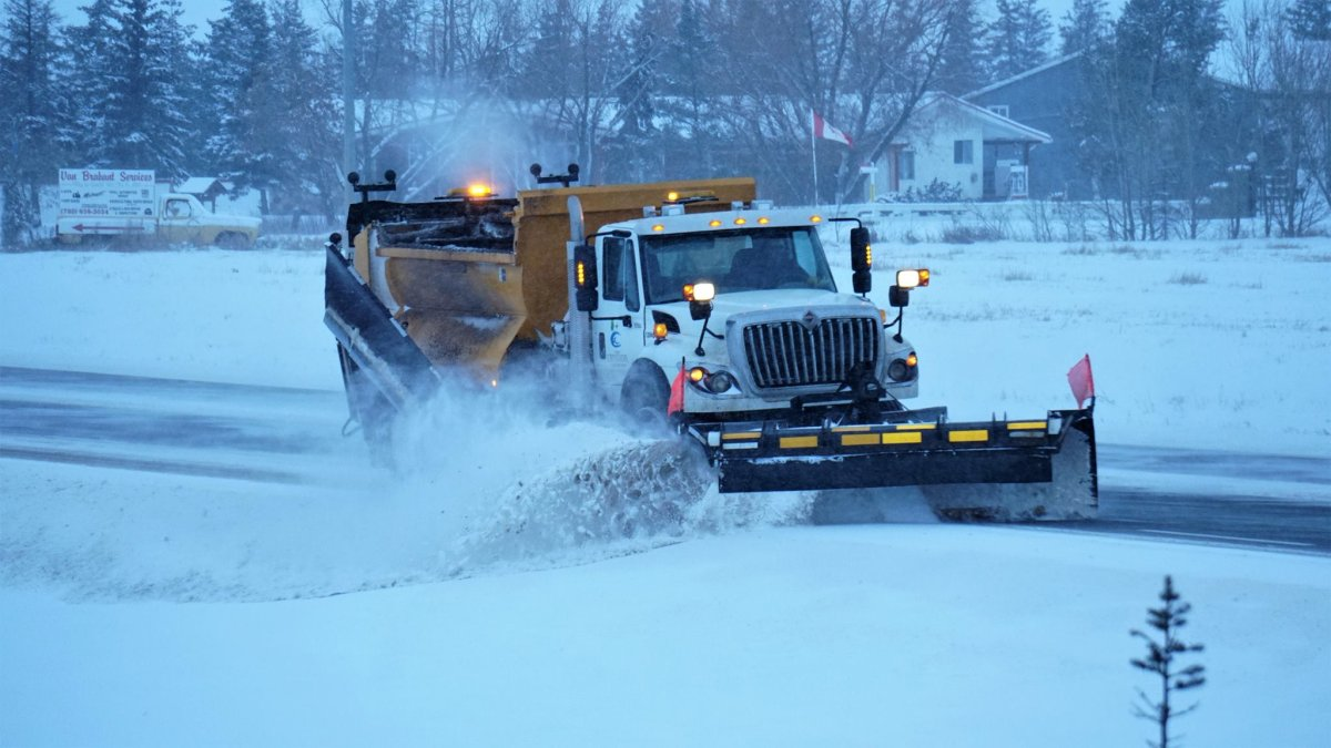 A Carillion Canada snowplow clearing Highway 44 in Rivière Qui Barre, Alta. on Monday, January 9, 2016 after a snowfall.