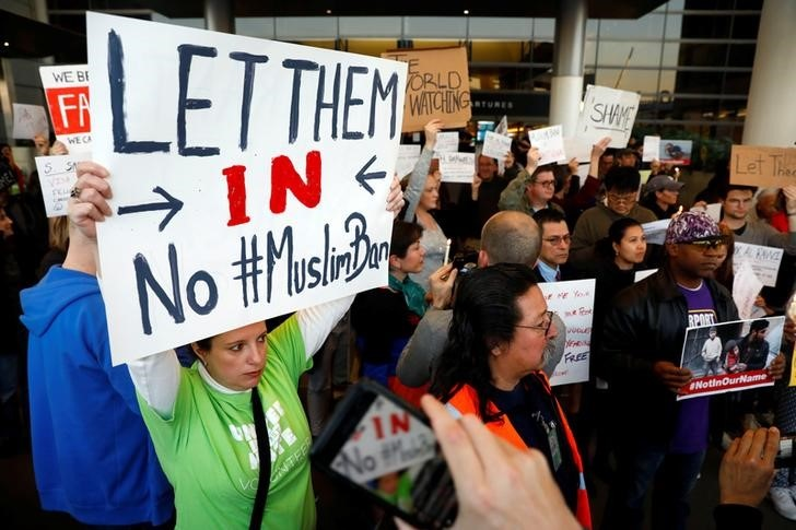 People protest Donald Trump's travel ban from Muslim majority countries at the International terminal at Los Angeles International Airport (LAX) in Los Angeles, California, U.S., January 28, 2017.  REUTERS/Patrick T. Fallon.