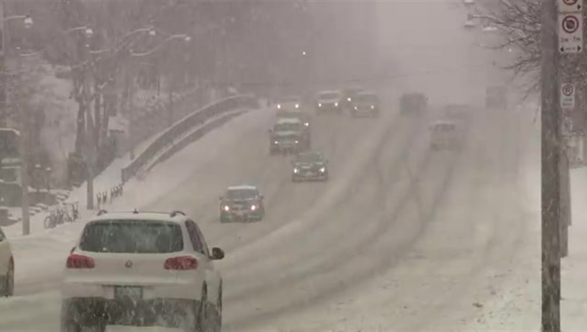 Global News chief meteorologist Anthony Farnell says cooler temperatures moving in the region north of the Greater Toronto Area can produce lake effect snow in York Region and Barrie..