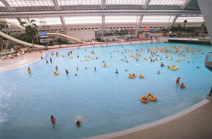 File: Swimmers at the West Edmonton Mall World Waterpark Aug. 26, 1998.