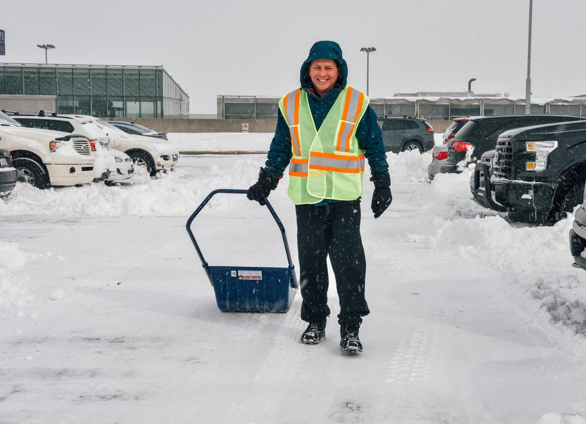 Pierre Elliott Trudeau Airport employees were out clearing snow-covered cars to make things a little easier for travellers, Thursday, March 16, 2017.