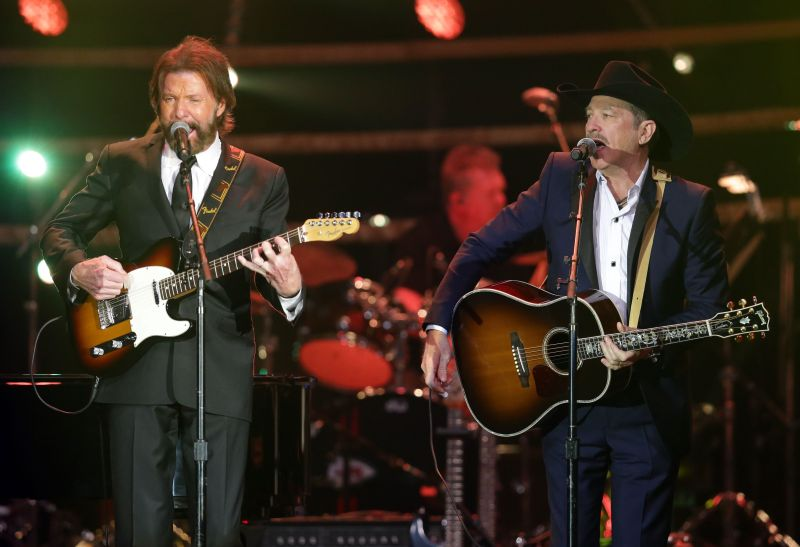 Country music duo Brooks and Dunn are set to perform in Calgary during the 2017 Stampede.
