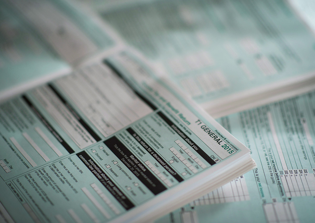 The T1 General tax form for 2015 is shown in this photo.