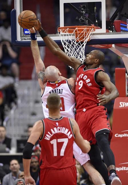 Toronto Raptors re-sign forward Serge Ibaka to a 3-year-deal worth US$65 million.