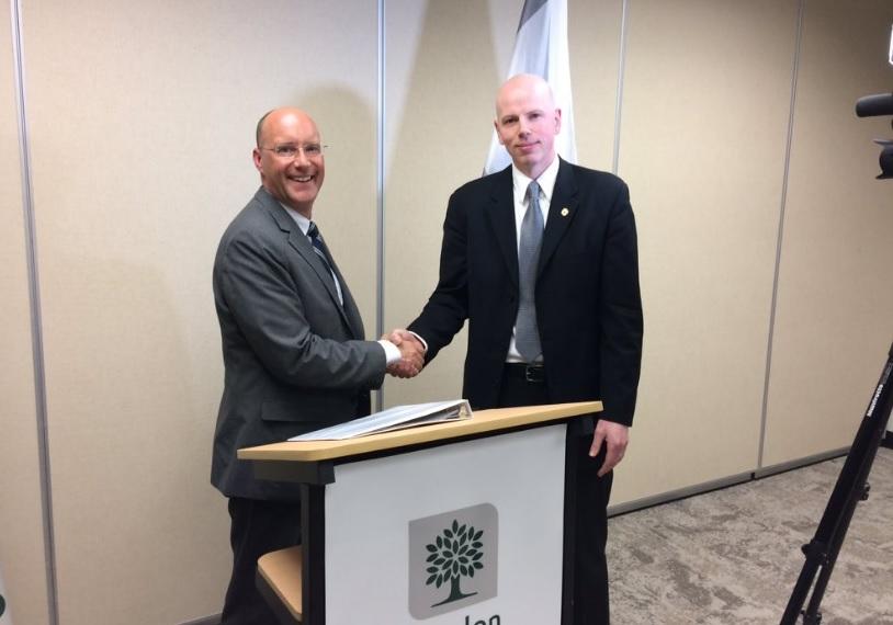 Mayor Matt Brown shakes hands with LPFFA President Jason Timlick.