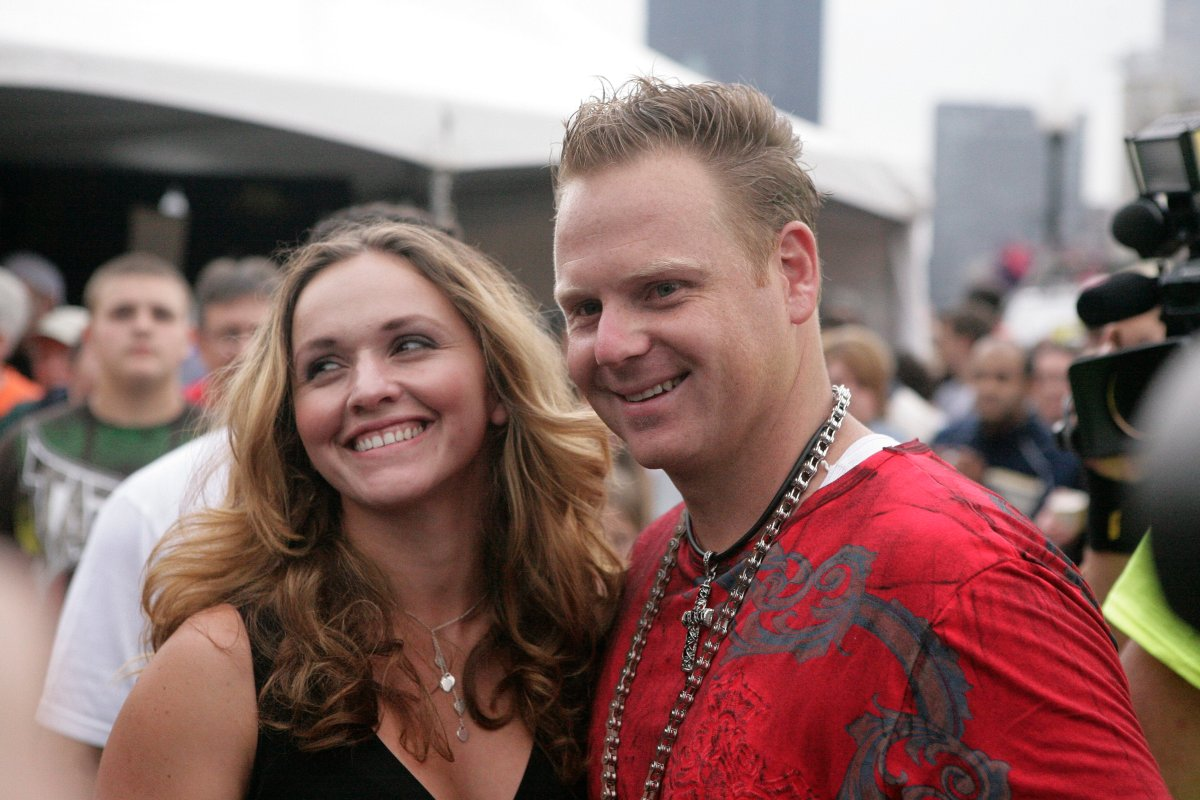 Nik Wallenda, right, and  Erendira Vasquez Wallenda appear in a 2009 file photo.