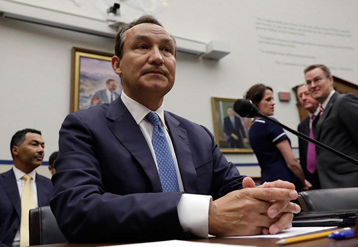 United Airlines CEO Oscar Munoz prepares to testify at a House Transportation and Infrastructure Committee hearing on Capitol Hill in Washington, May 2, 2017.