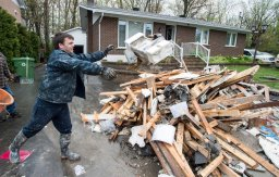 Continue reading: Montreal firefighters stage fundraising blitz for flood victims
