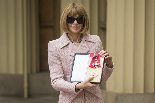 'Vogue' editor-in-chief, Anna Wintour, poses in front of Buckingham Palace after receiving her Dame Commander insignia. May 5, 2017.