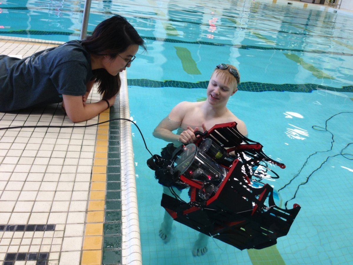 Students at the University of Alberta have developed an unmanned robotic submarine.