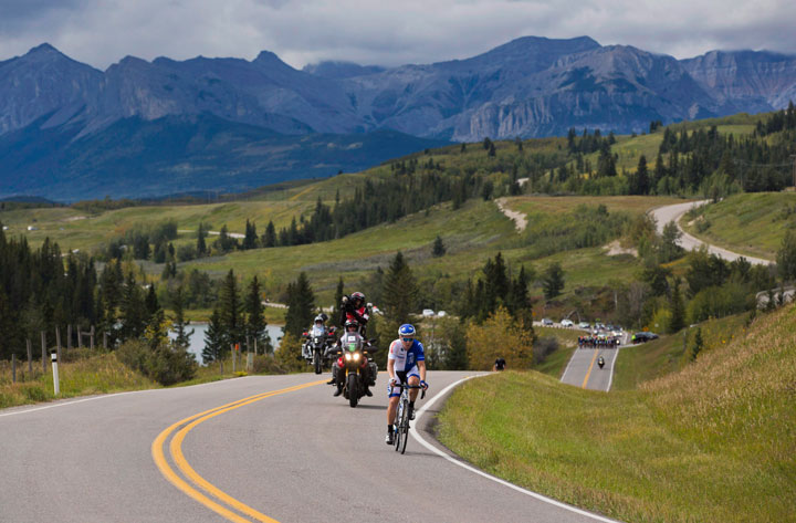 A cycling race travels through the Stoney First Nations Reserve