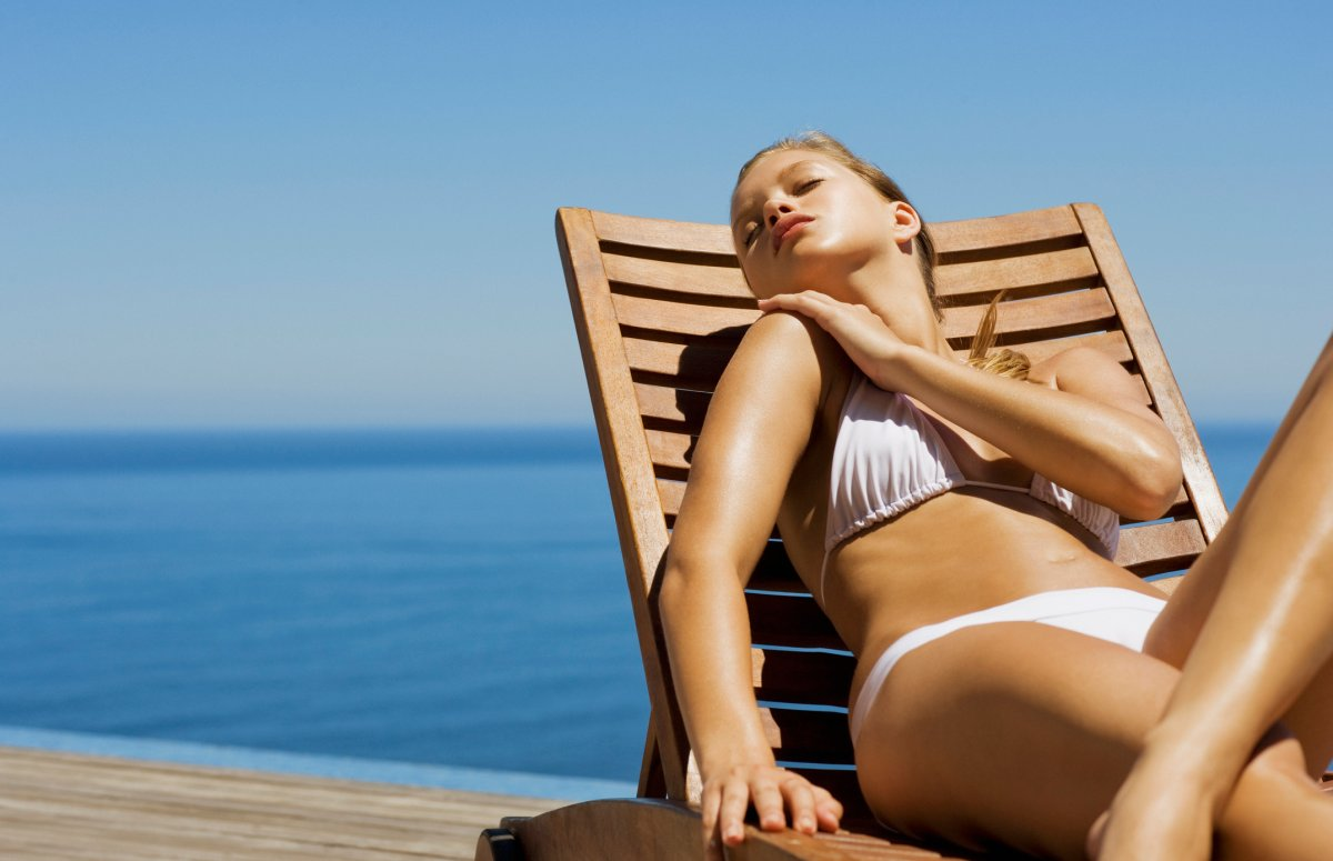 Experts are warning people to refrain from using brown cola as a tanning lotion.