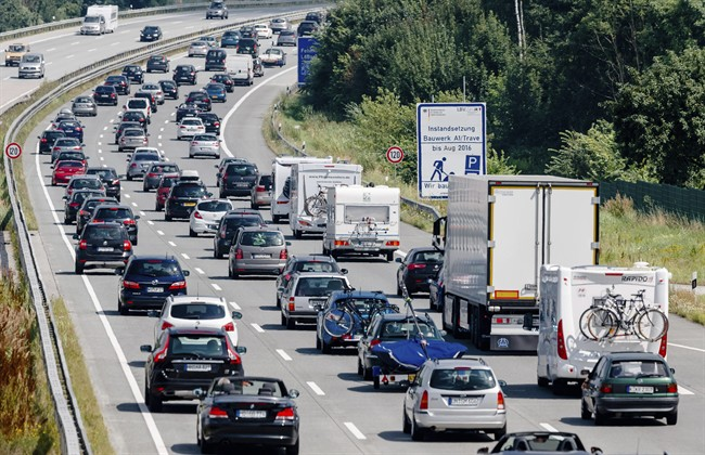 The city of Ottawa is advising motorists to plan ahead this weekend if they are traveling as it is closing a section Highway 417 this weekend.