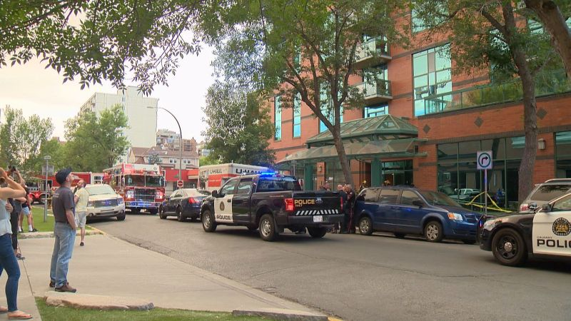 Calgary police respond to a building in the 800 block of 15 Avenue S.W. on Wednesday, July 26, 2017 after firefighters reported being assaulted.
