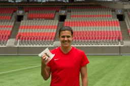 Continue reading: Canadian Soccer Star Christine Sinclair to Serve up A&W Root Beer Floats in Vancouver to Help Beat MS