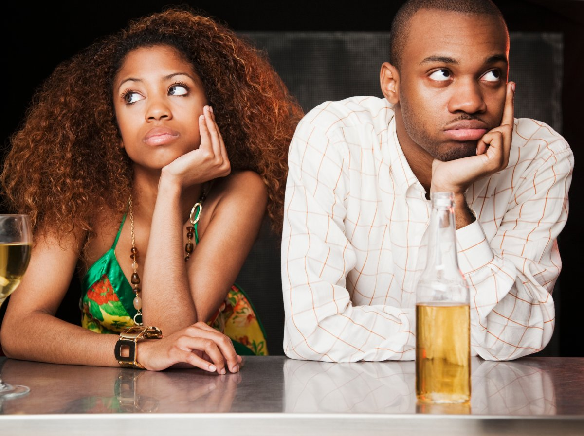 Body language is a tell-tale sign that a woman's not into a date, relationship expert Shannon Tebb says.