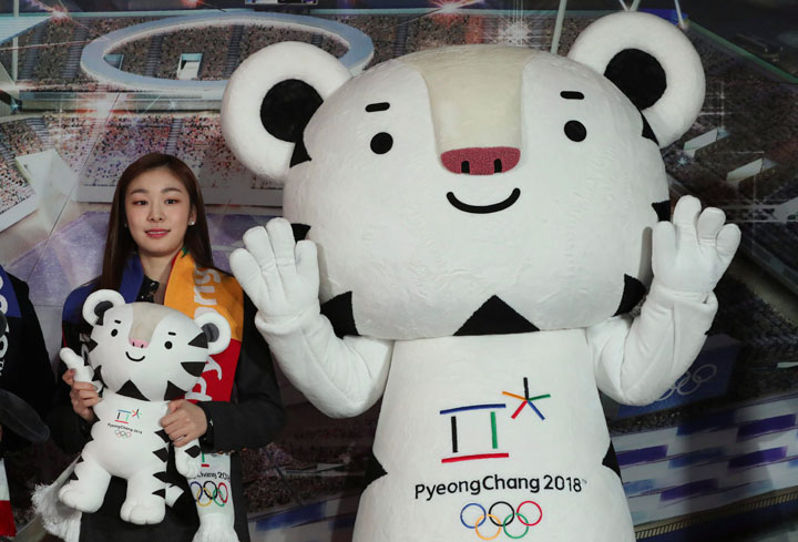 Figure skating Olympics gold medalist Yuna Kim poses with an official mascot of the 2018 PyeongChang Olympic Winter Games.