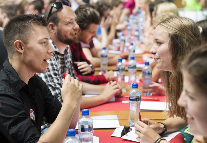 Singles at a speed dating event