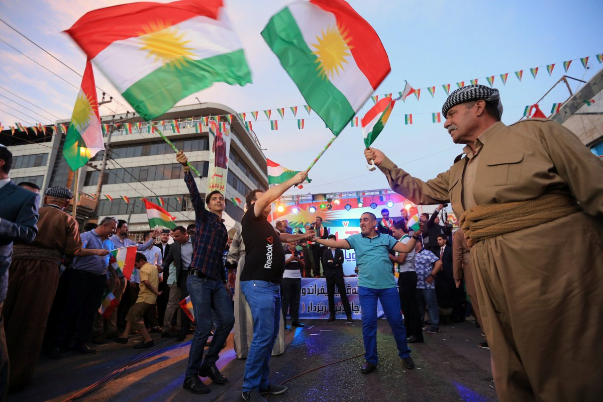 Kurds celebrate to show their support for the independence referendum in Duhok, Iraq, September 26, 2017. REUTERS/Ari Jalal.