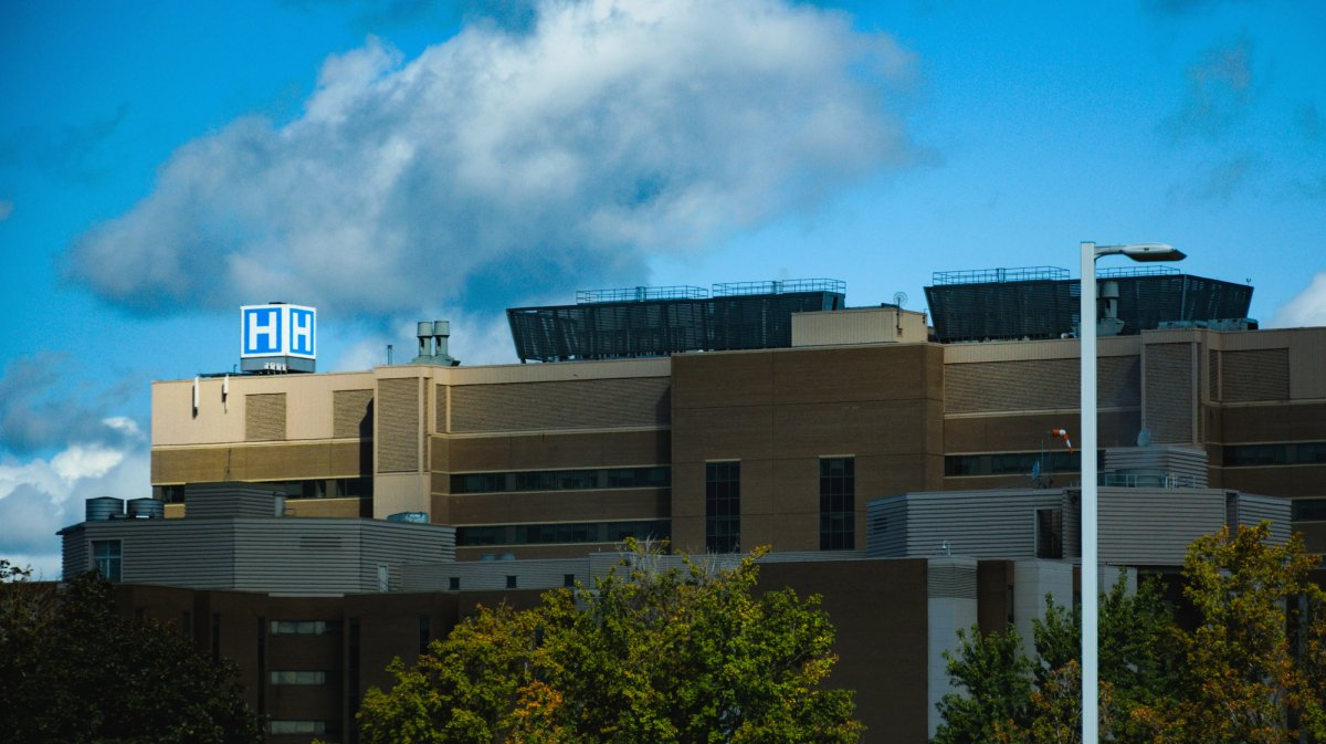 The large H atop London Health Sciences Centre's Victoria Hospital, September 6, 2017. (Matthew Trevithick/AM980).