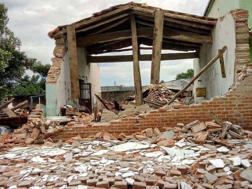 Destruction following earthquake in central Mexico.