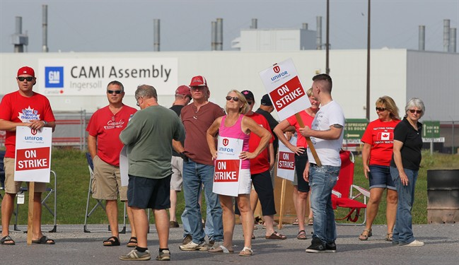 Employees of the GM CAMI assembly factory stand on the picket line in Ingersoll, Ont., on Monday, Sept. 18, 2017. The 2,500 members of Unifor local 88 walked out Sunday, September 17 at 10:59 p.m. when negotiators for the union and the automaker failed to come to terms on a new contract agreement.