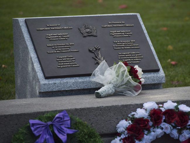 A plaque is unveiled during a ceremony on Thursday Oct. 22, 2015 at the National War Memorial in Ottawa. to honour Corporal Nathan Cirillo. THE CANADIAN PRESS/Sean Kilpatrick.
