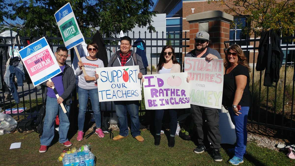 Students joined the picket line at Fanshawe College on Oct. 18,, 2017 in a show of solidarity.