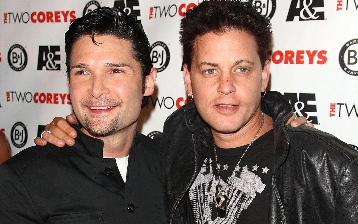 Corey Feldman (L), and Corey Haim attend the A&E Premiere Of 'The Two Coreys' held at Sugar nightclub on July 27, 2007 in Hollywood California.