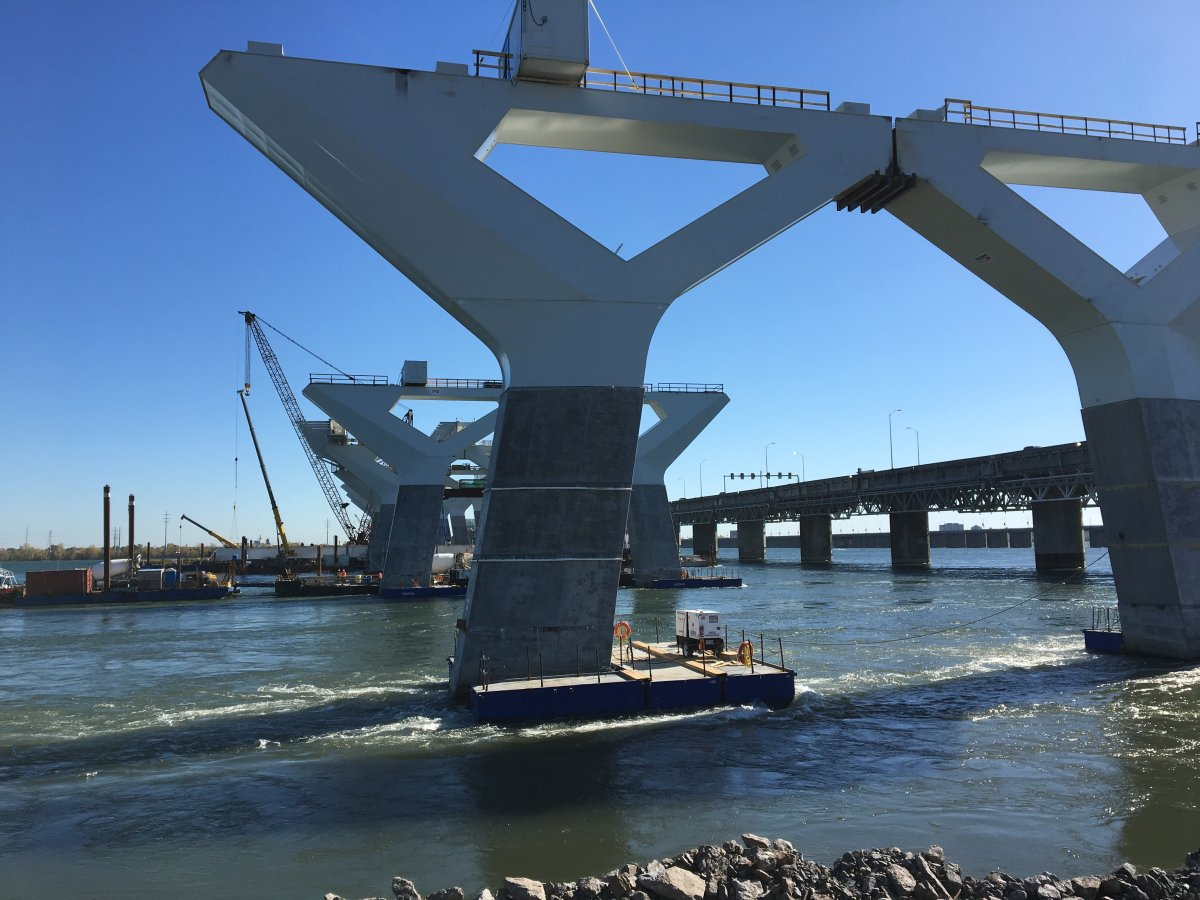 Support piers of new Champlain Bridge