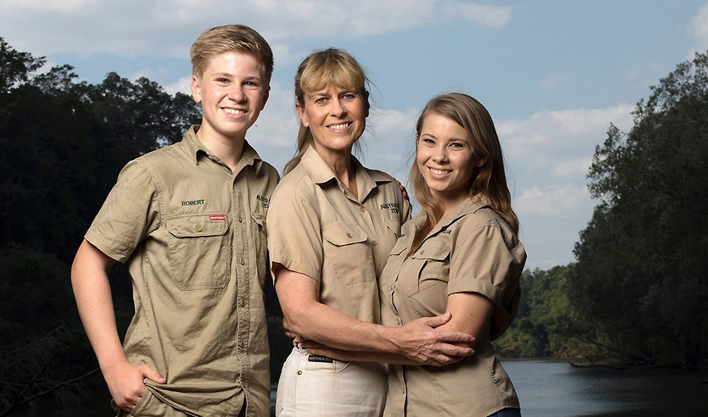 Robert, Terri and Bindi Irwin pose for a publicity photo.