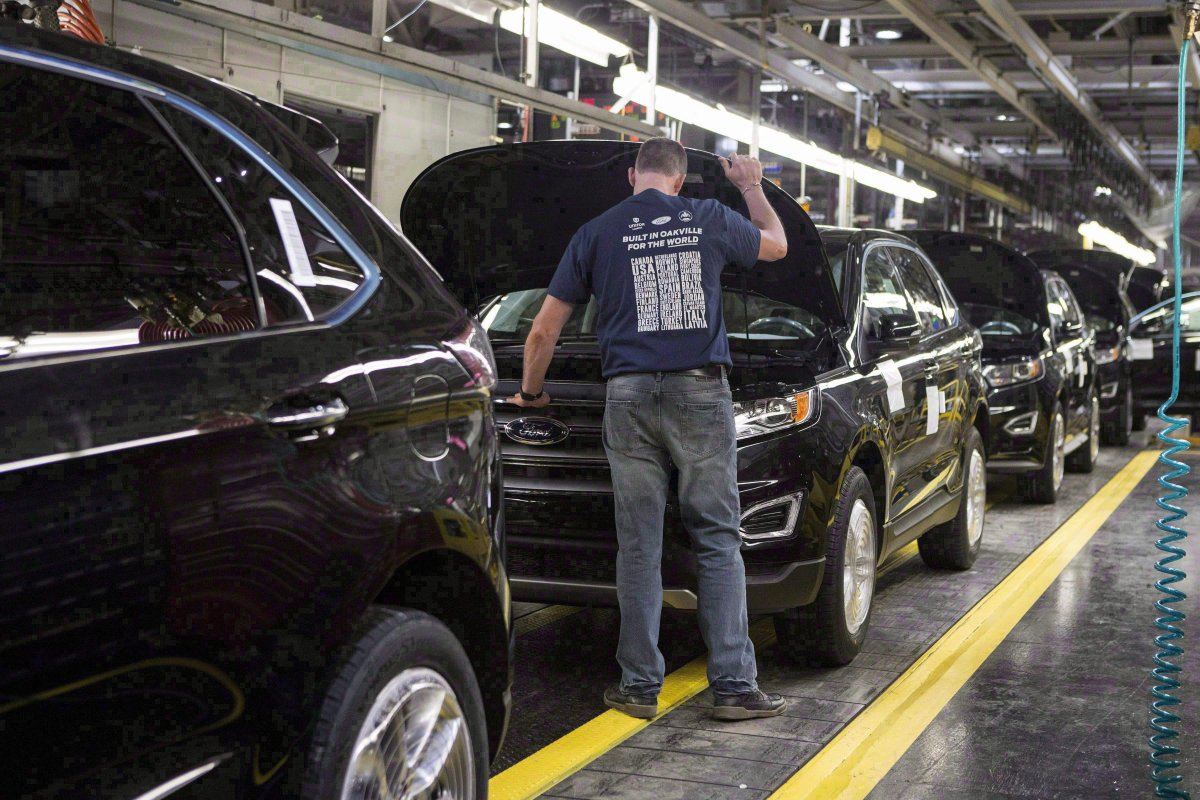 The cost of vehicles produced in North America would rise by over $1,200 on average, if NAFTA ended.