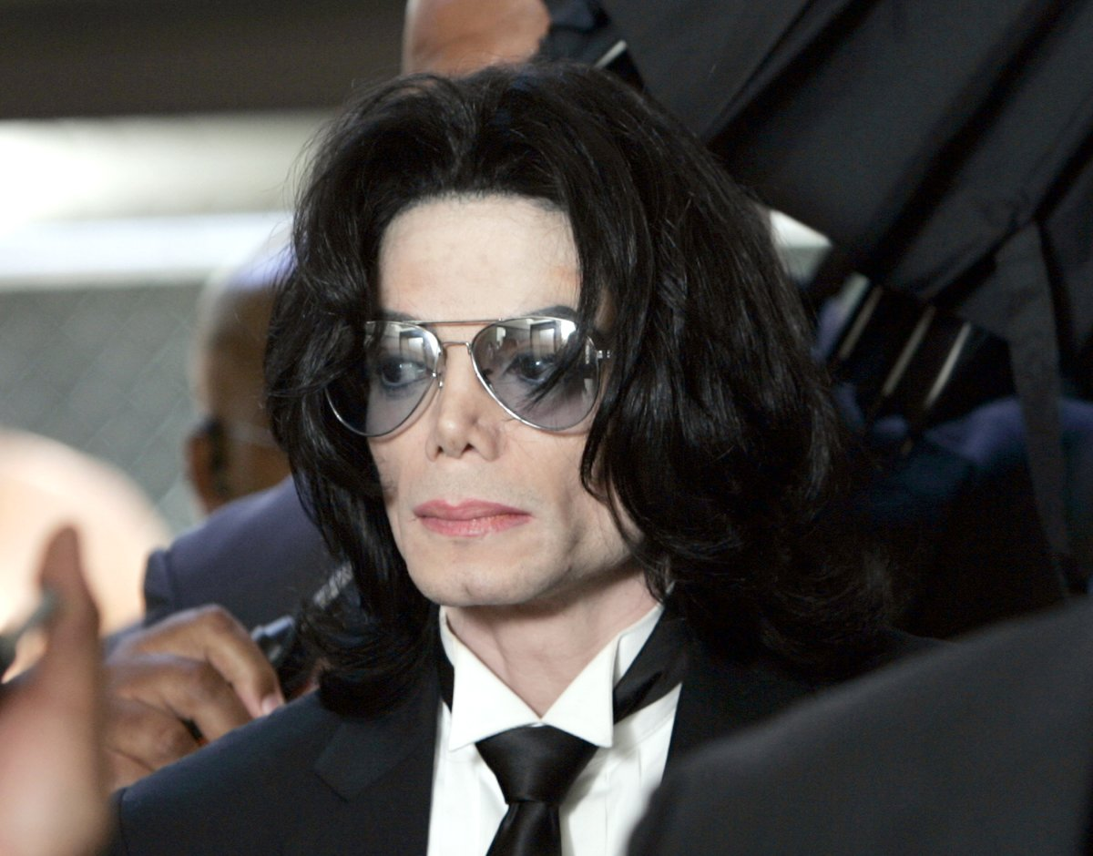 Michael Jackson prepares to enter the Santa Barbara County Superior Court to hear the verdict read in his child molestation case June 13, 2005 in Santa Maria, California.